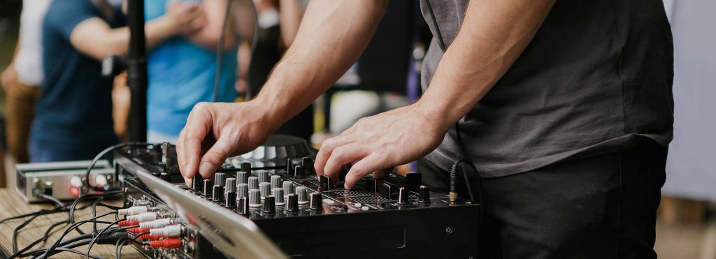 London-waiters-dj-for-hire